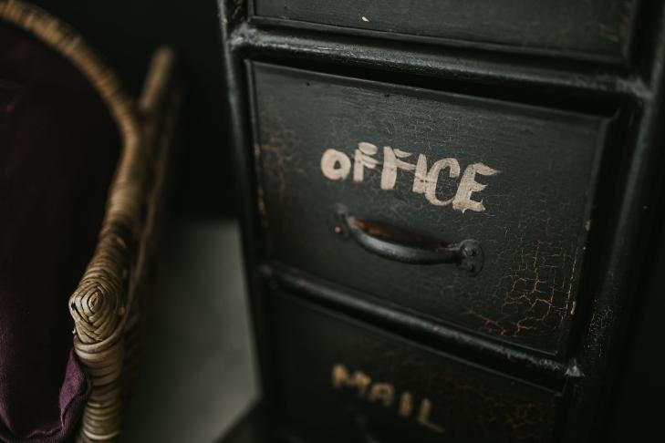 negative-space-black-office-desk-vintage-kaboompics